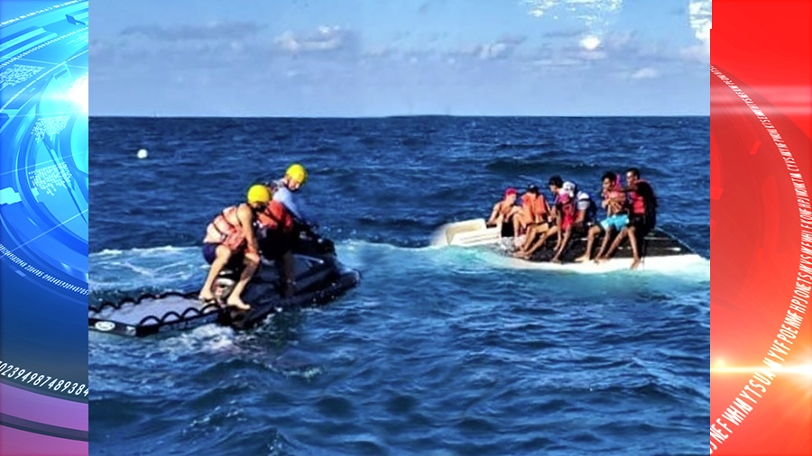 Boat overturned in South Florida, 10 people rescued